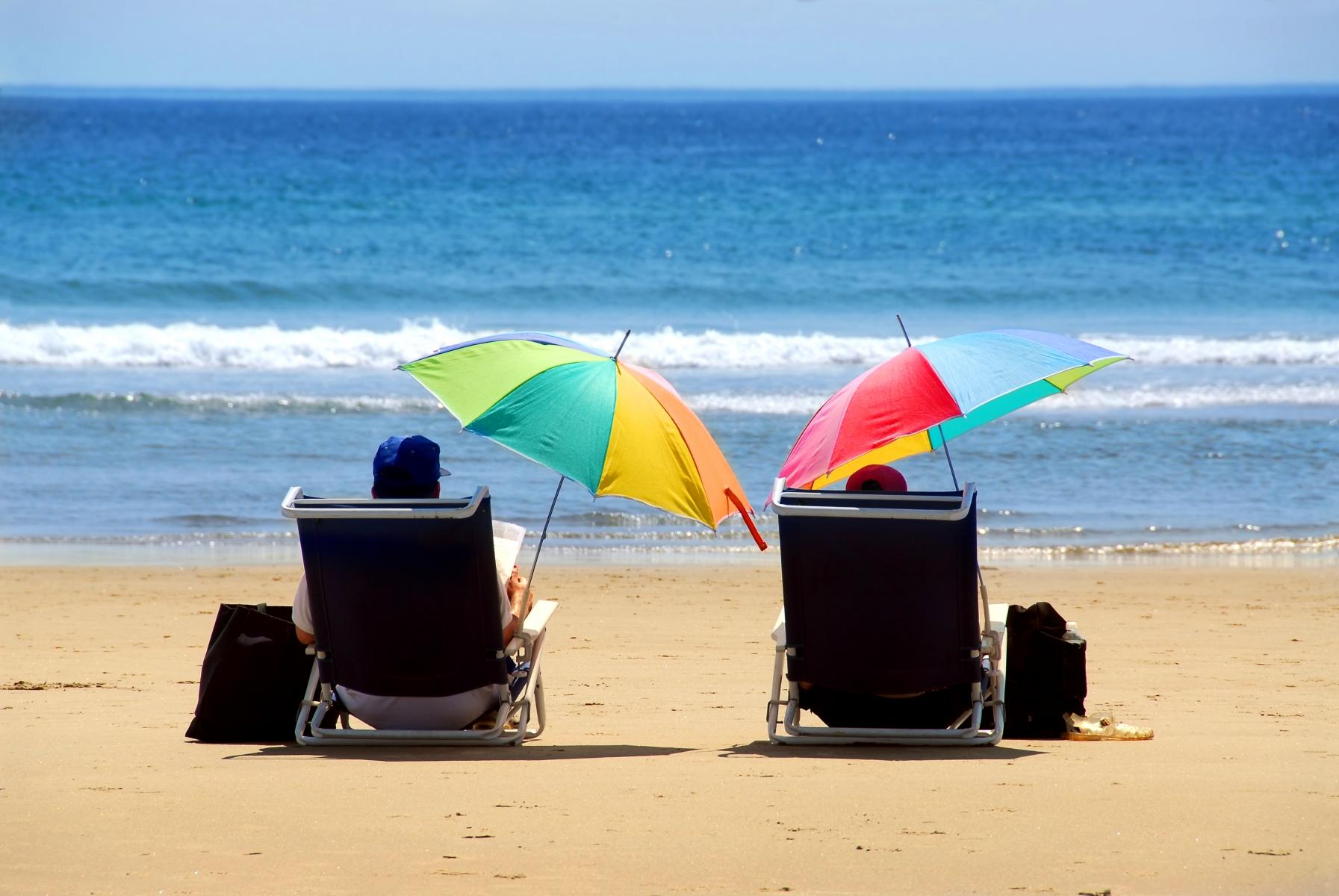 22050-couple-beach.jpg