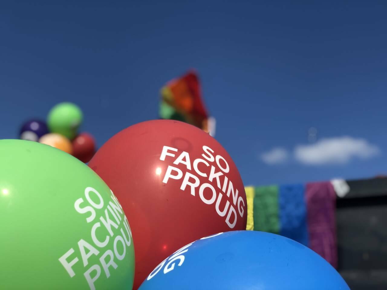 pride-ballonger